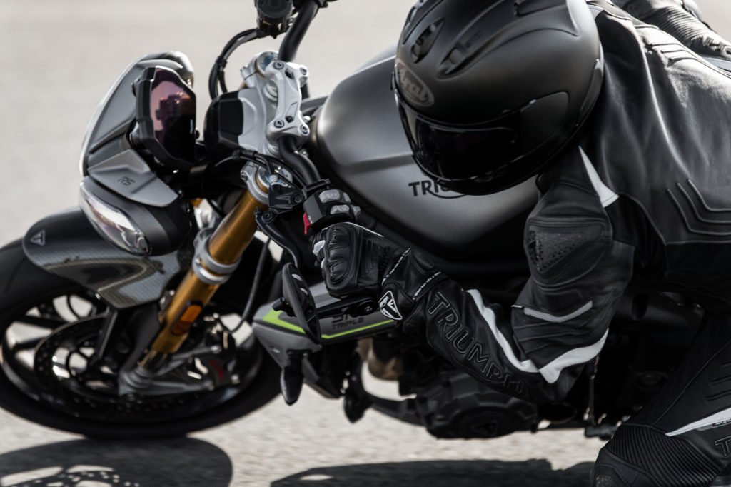 Triumph Speed Triple 1200 RS chega mais leve e potente